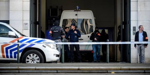 Attentats à Bruxelles: Abrini, Krayem et quatre autres suspects maintenus en détention - La Libre