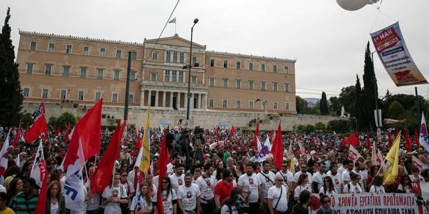 Incidents devant le parlement en Grèce, la police tire des gaz lacrymogènes - La Libre