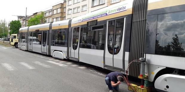 Collision entre un tram et une voiture à Molenbeek: deux blessés - La Libre