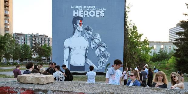 Sarajevo rend hommage à David Bowie par une peinture murale géante - La Libre