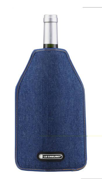 Rafraîchisseur à bouteilles en jeans. Le Creuset, 22€