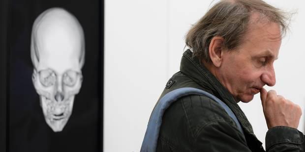 Michel Houellebecq transforme son bulletin de santé une installation artistique - La Libre