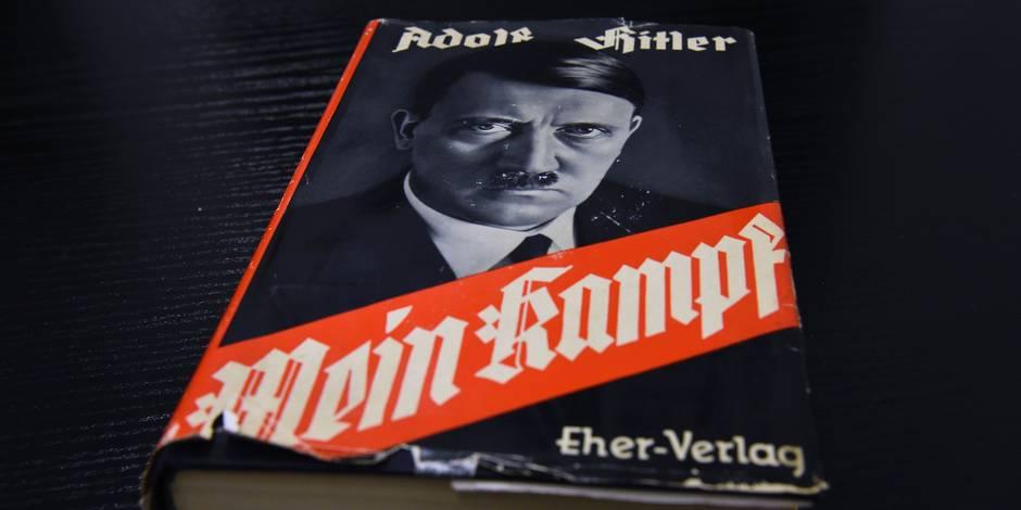 """Un quotidien italien appartenant à la famille Berlusconi offre """"Mein Kampf"""" à ses lecteurs"""