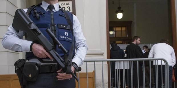 Les policiers veulent débattre du port d'arme constant - La Libre