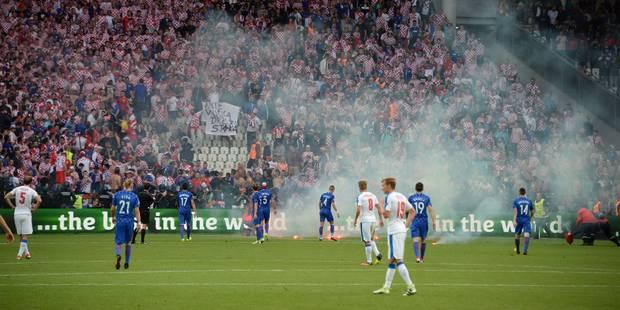 Hold up de Tchèques en blanc face à la Croatie (2-2), débordements en tribunes (VIDEOS) - La Libre