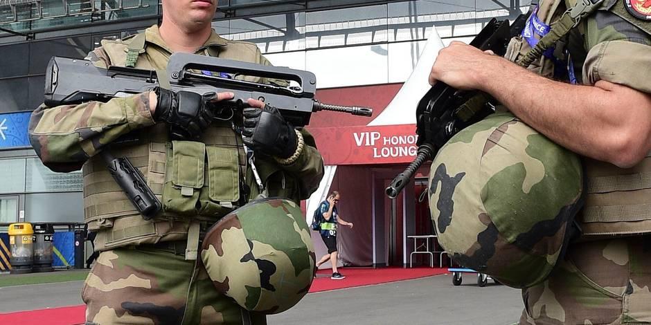 Frappée par les attentats, la France inscrit dans la durée l'état d'urgence
