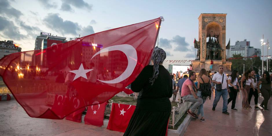 La purge continue en Turquie: 149 généraux et amiraux limogés, 45 journaux fermés