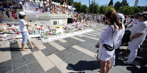 Attentat à Nice : un millier de personnes en blanc rendent hommage aux victimes du 14 juillet - La Libre