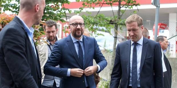 """Attaque à la machette à Charleroi: Charles Michel et Paul Magnette saluent """"le courage exemplaire"""" des policières - La L..."""
