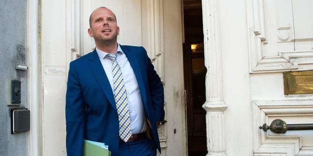 """Les avocats dénoncent le caractère """"démagogique"""" de la proposition Francken sur les expulsions - La Libre"""