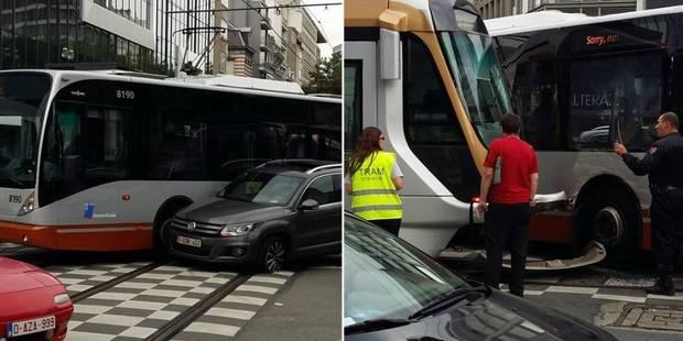 Bruxelles : Spectaculaire collision entre un tram, un bus et une voiture - La Libre