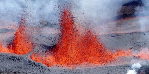 Les images impressionnantes du Piton de la Fournaise en éruption à La Réunion - La Libre
