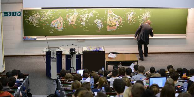 Avoir un diplôme du supérieur n'offre qu'un faible avantage salarial en Belgique - La Libre