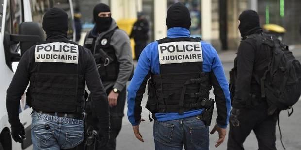 Fusillade devant un supermarché en France: le tireur mis en examen et écroué - La Libre