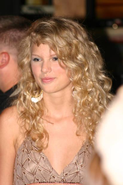 En juin 2006, une petite chanteuse country toute bouclée participe au Fan Jam for the Country Music Festival à Nashville...
