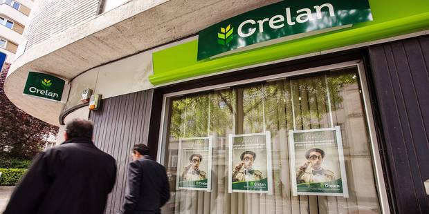 20140422 - BRUSSELS, BELGIUM: Illustration picture shows people walking by a branch of Crelan Bank, Tuesday 22 April 2014, in Brussels. French stakeholder Credit Agricole sells their 50% share to the Belgian shareholders, making Crelan a 100% Belgian-owned bank. BELGA PHOTO SISKA GREMMELPREZ