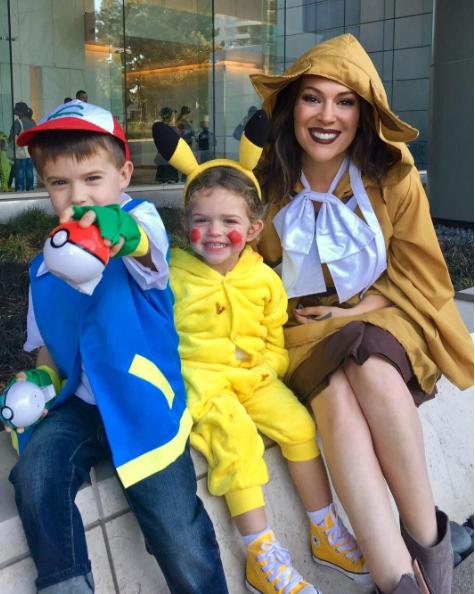 Alyssa Milano et ses enfants en Pokemon