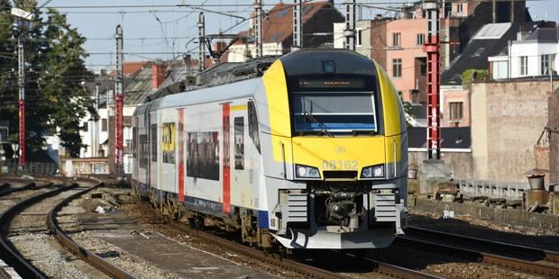 Un train Desiro sans conducteur ni voyageur déraille à Forest - La Libre