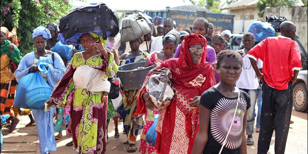 Des milliers de personnes fuient la Gambie en attendant le dénouement de la crise, Thomas Cook évacue ses clients - La L...