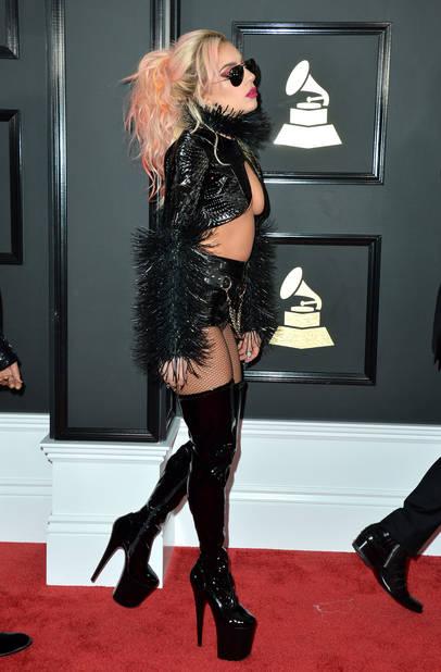Ah mais la voilà celle qui va défrayer ENCORE la chronique : Lady Gaga est revenue, elle est au TOP.