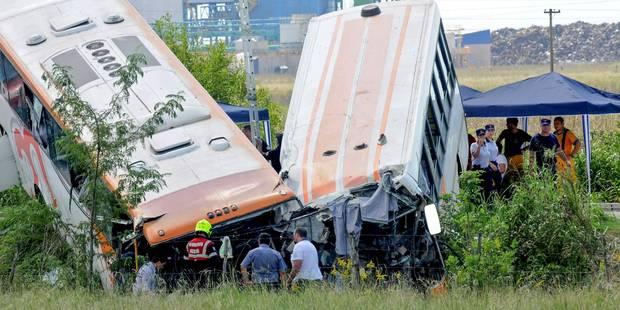 Choc frontal entre deux bus en Argentine: 13 morts et 34 blessés - La Libre
