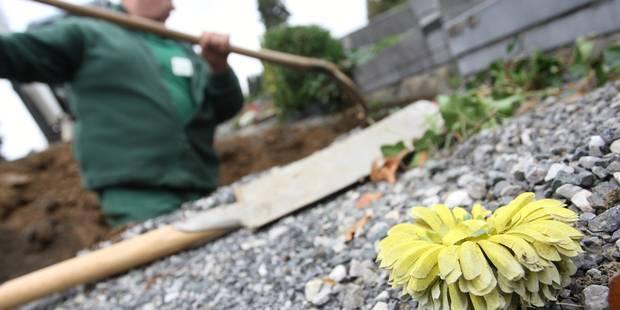Une dame âgée se rend... à son propre enterrement - La Libre