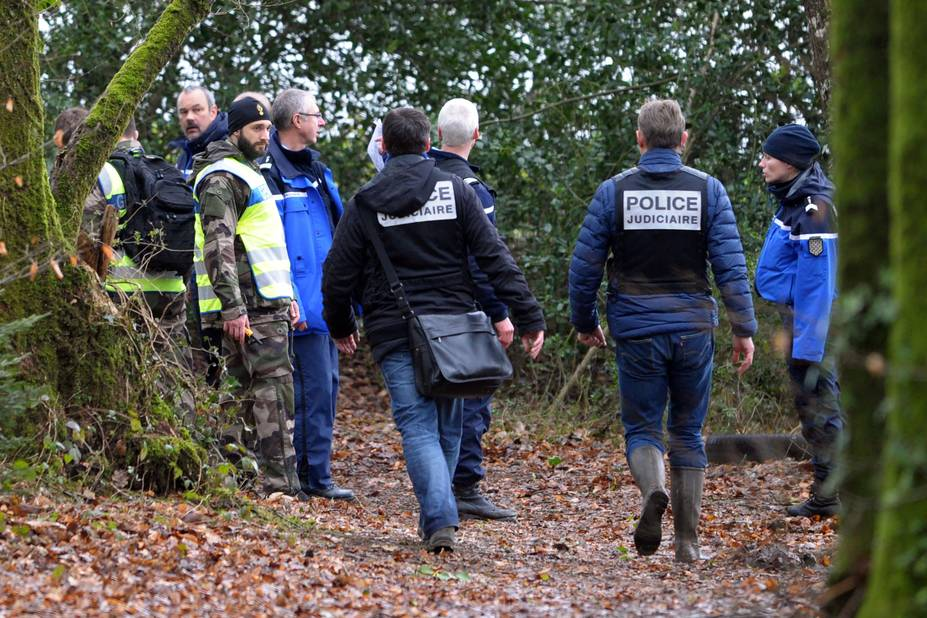 6 mars 2016. Des fouilles ont lieu près de Dirinon afin de retrouver les corps de la famille. L'ex beau-frère avoue s'être débarrassé des corps le lendemain de leurs meurtres, soit le 17 février 2016