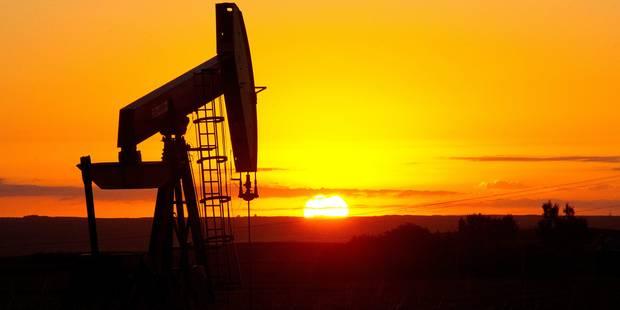 Le pétrole chute au plus bas de 2017 après un bond des stocks aux USA - La Libre