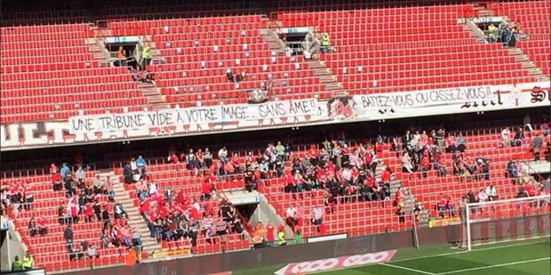 Les supporters du Standard sont en grève et le font savoir par des banderoles (PHOTOS) - La Libre