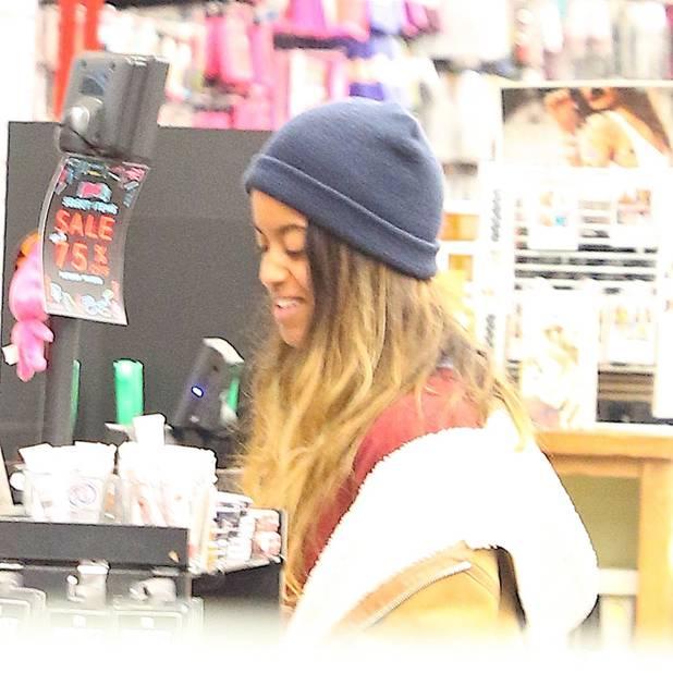 Tye & Dye, bonnet sur la tête, grosse veste : le look que Malia préfère