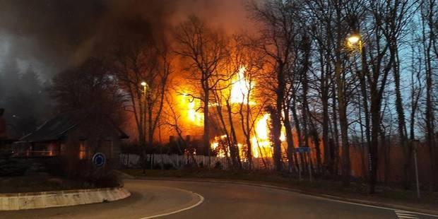 Une quarantaine de pompiers luttent contre l'incendie d'un ancien hôtel à Spa (PHOTOS) - La Libre