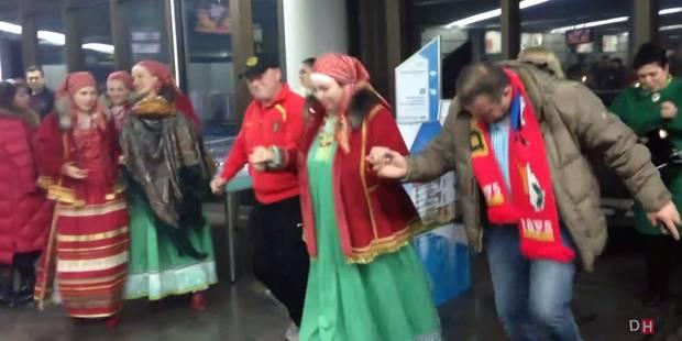 L'accueil très folklorique des Belges à l'aéroport de Sotchi (VIDEO) - La Libre