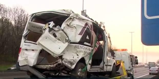 Accident sur le ring: le conducteur de la camionnette placé en centre fermé pour jeunes - La Libre