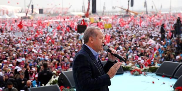 Erdogan tient un meeting géant à Istanbul à une semaine du référendum - La Libre