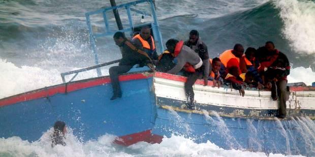 Au moins 97 migrants disparus dans un naufrage au large de la Libye - La Libre