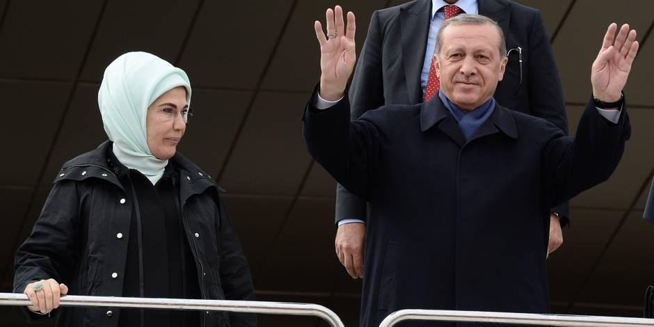 """Erdogan somme les observateurs européens de """"rester à leur place"""" et évoque un référendum sur l'adhésion à l'UE"""