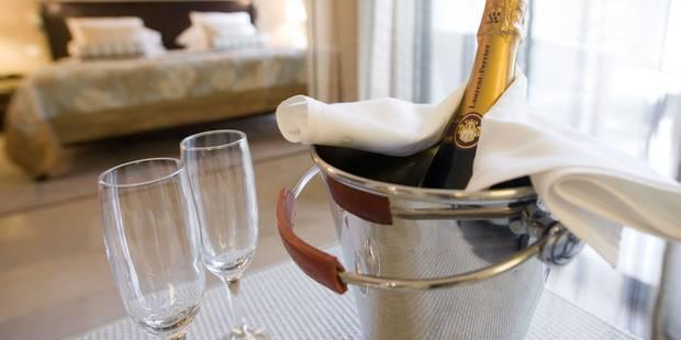 Petit gang bang entre amis champagne coca et sodo la chane