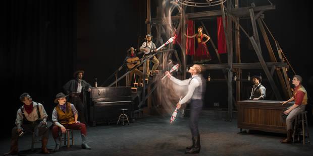 Le cirque Eloize électrise le Far West - La Libre