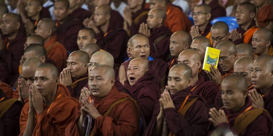A peine interdit, un mouvement birman de moines extrémistes change de nom