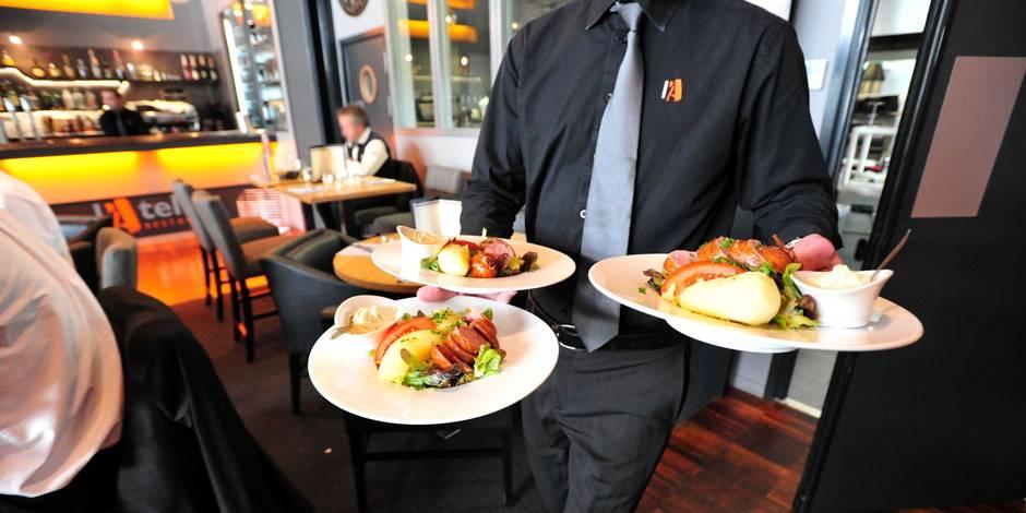 ©PHOTOPQR/LE TELEGRAMME/CLAUDE PRIGENT - MORLAIX (29) : Restaurant , service en salle , serveur , assiette , repas alimentation , travail , emploi .