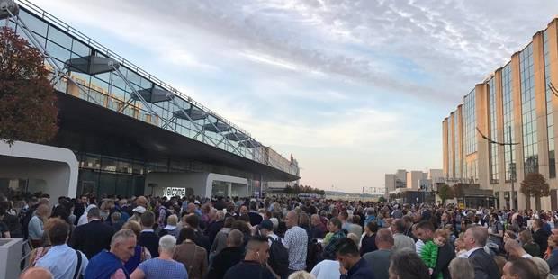 Vols retardés, gens mécontents: voici ce qu'il s'est passé à Brussels Airport ce jeudi matin (PHOTOS + VIDEOS) - La Libr...