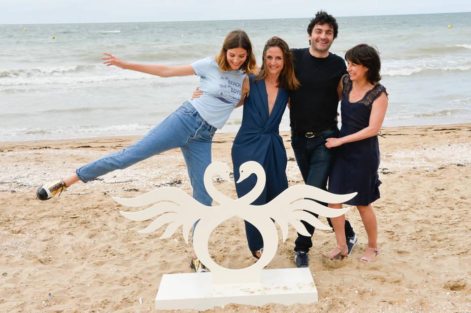 Alma Jodorowsky, Marilyne Canto, Ilan Klipper et Camille Chamoux pose avant la projection de