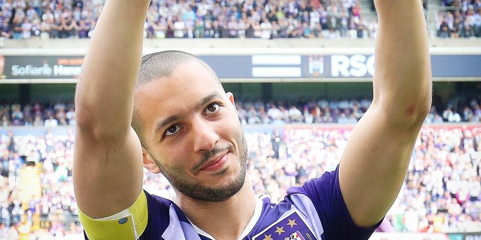 Anderlecht's Sofiane Hanni celebrates after winning the 34th title of Sporting Anderlecht after the Jupiler Pro League match between RSC Anderlecht and KV Oostende, in Brussels, Sunday 21 May 2017, on the last day of the Play-off 1 of the Belgian soccer championship. BELGA PHOTO VIRGINIE LEFOUR