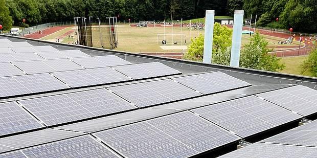 Auderghem: une installation de panneaux solaires de 8.000m² inaugurée au centre sportif de l'Adeps - La Libre