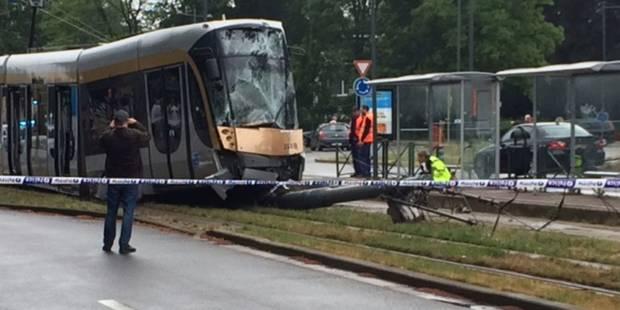Un tram de la ligne 62 déraille après une collision à Evere: 11 blessés - La Libre