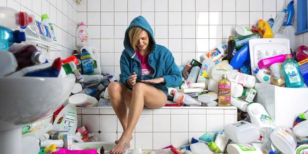 """Ce photographe a amassé 4 ans d'ordures: """"J'ai vécu un peu capitonné dans mes propres déchets"""" (ENTRETIEN) - La Libre"""