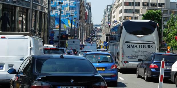 Bruxelles paralysée par les travaux et chantiers : Touring critique la situation, le ministre Smet s'insurge - La Libre