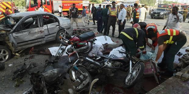 Explosion revendiquée par les talibans sur un marché au Pakistan: au moins 26 morts - La Libre