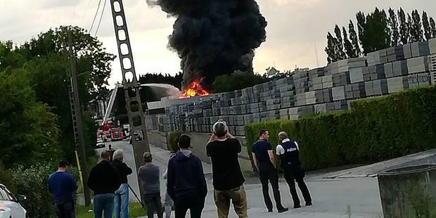 Une disqueuse provoque un incendie à Seneffe - La Libre
