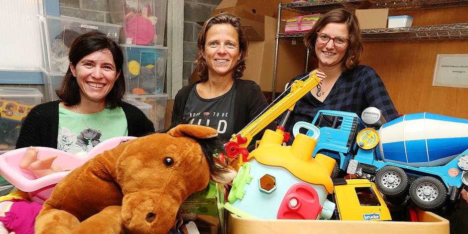 Photos Bernard Demoulin: Elles fabriquent des jouets. ASBL Looops